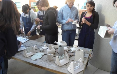 Art class participates in raku workshop