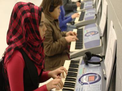 Choir teacher Houff teaches new piano class, spreads love of music