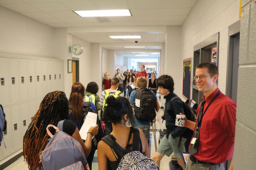 Students travel from one club to another. Photo by Staff Photgrapher David Gamboa