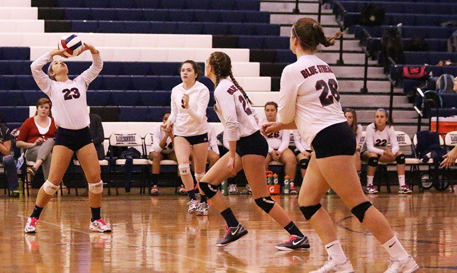 Sarah Hartman sets the ball to her teammate Ella Kearney.