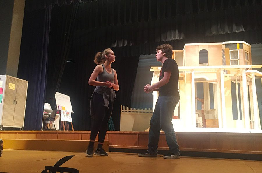 Seniors Ana Hart and Ben Hollenbeck rehearse their scene together as a couple in the show.