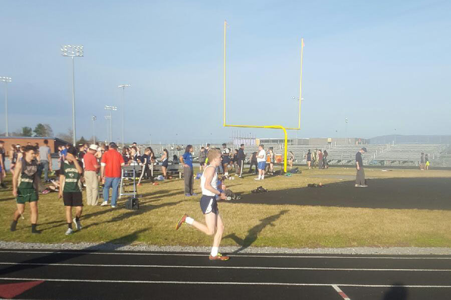 Jacob Blagg running the distance medley relay