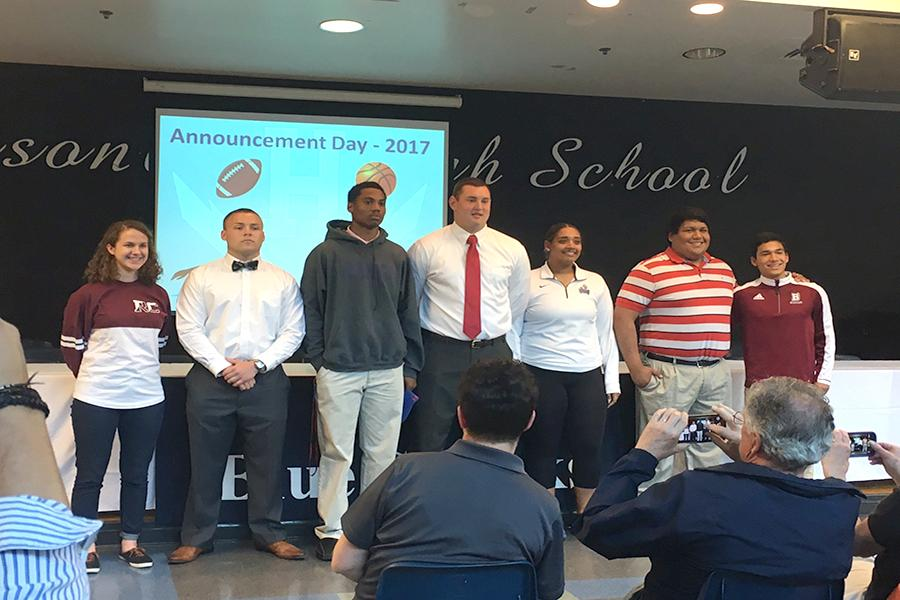 Seven+seniors+get+ready+to+play+college+level+athletics.