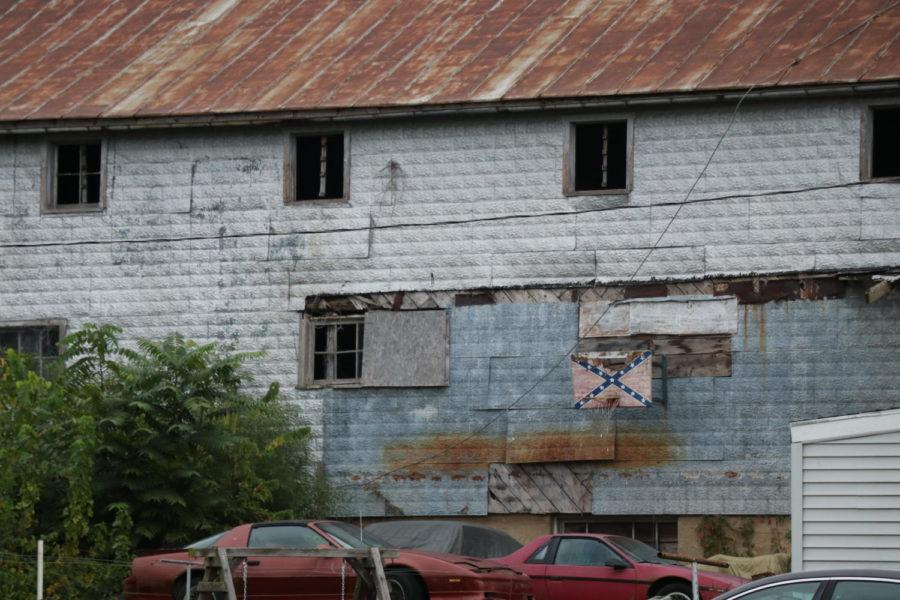 A+Confederate+Battle+flag+hangs+on+the+side+of+a+building+in+Broadway%2C+VA.