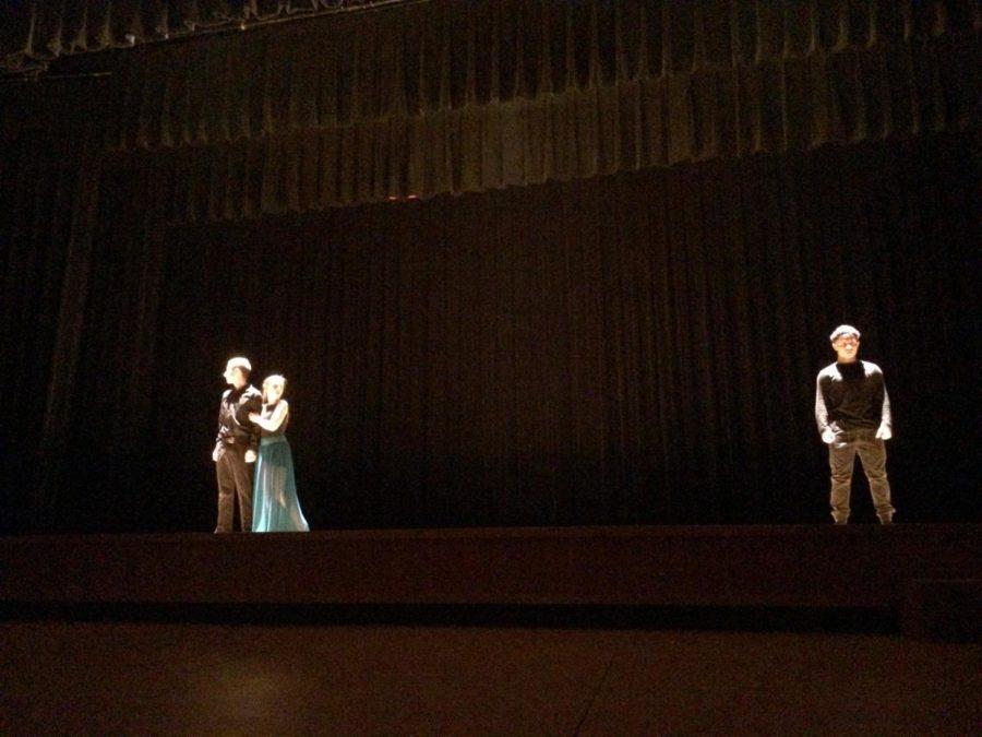 Sophomore Kate Cummings performs
