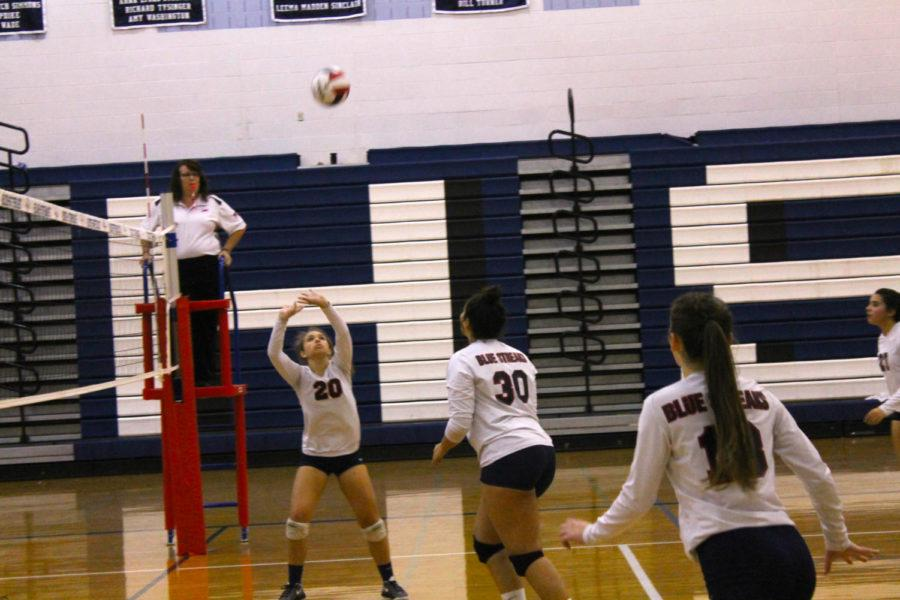 Sophomore Sarah Hartman sets the ball for a spike by the Streaks