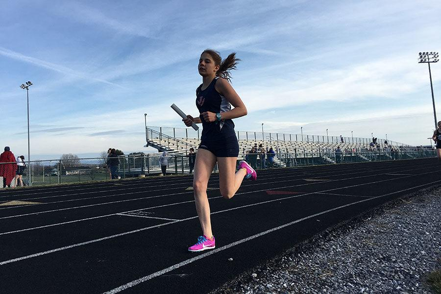 Freshman Mia Constantin runs in the 4x800m co-ed relay.