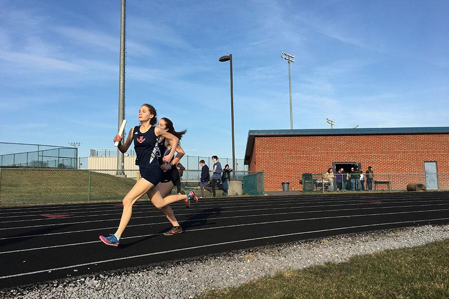 Sophomore Sarah Deloney competes in the 4x800m co-ed relay.