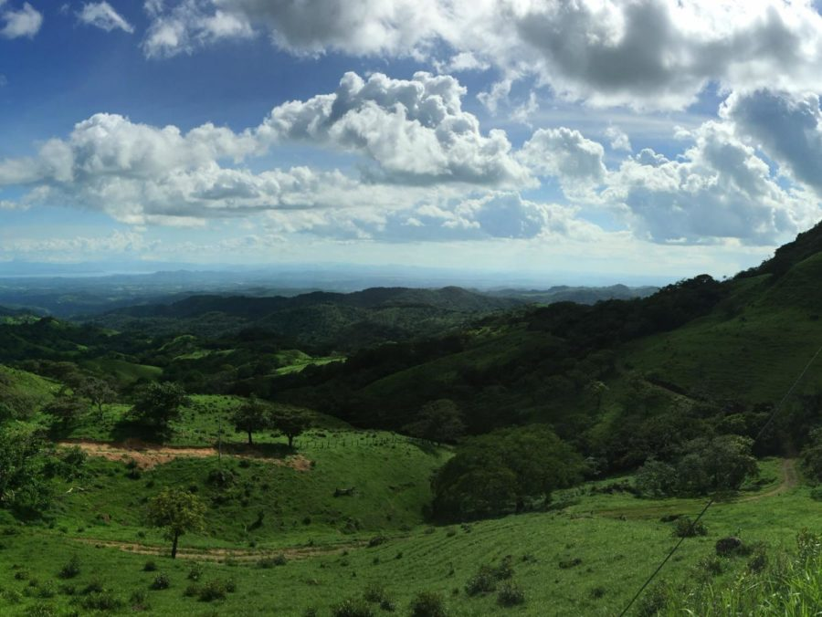 A+roadside+stop+in+Costa+Rica+overlooks+an+expanse+of+lush+greenery.