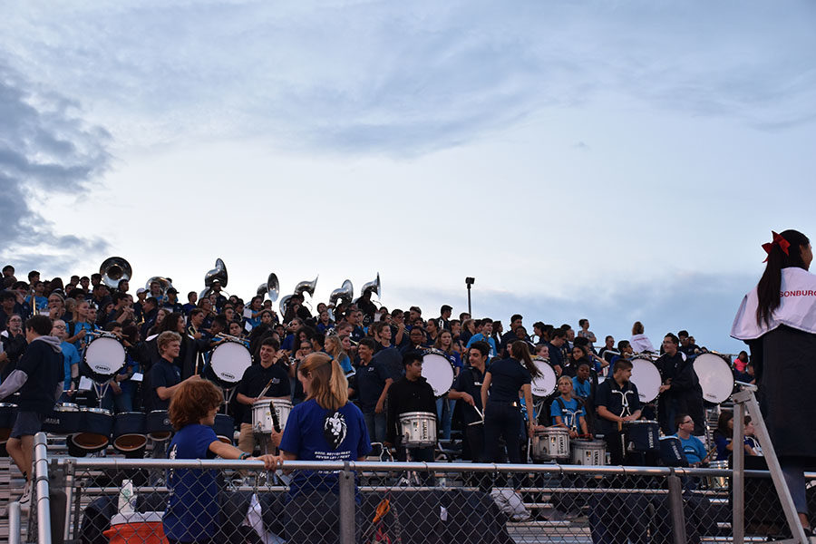 HHS+band+students+mix+in+with+the+eighth+grade+bands+visiting+for+the+football+game+on+Sep.+7.