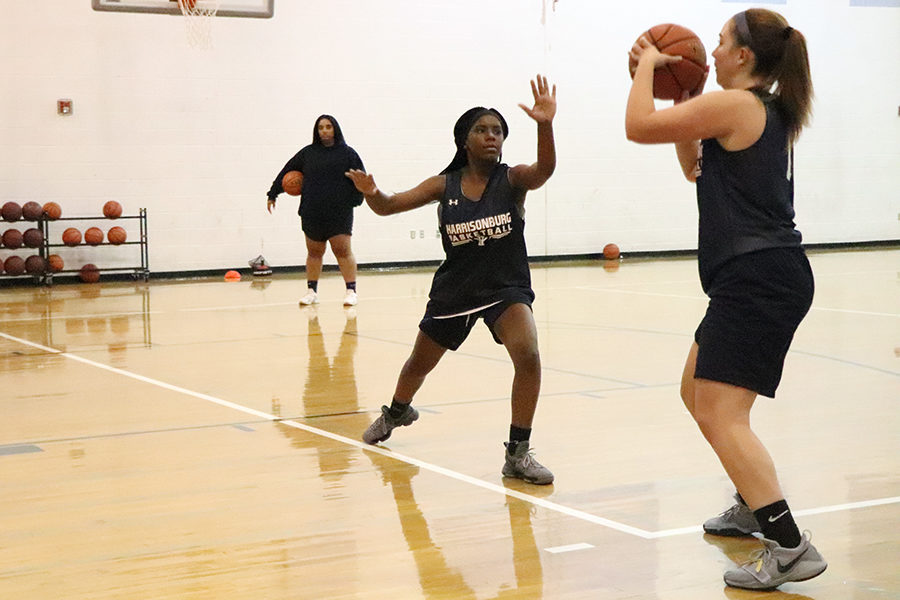 Sophomore+Calayiah+Stuart+gets+her+hands+up+to+block+a+shot+during+a+preaseason+practice.+Stuart+came+off+of+the+bench+as+a+freshman+last+year%2C+but+is+preparing+for+a+much+bigger+role+this+season%2C+as+the+team+became+much+younger+with+the+graduation+of+key+contributors+such+as+Marissa+Madden+and+Constance+Komara.+