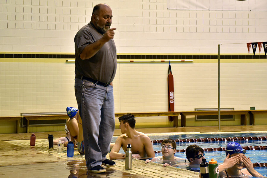 Morrell+coaches+the+swimmers+through+a+practice+at+Bridgewater.