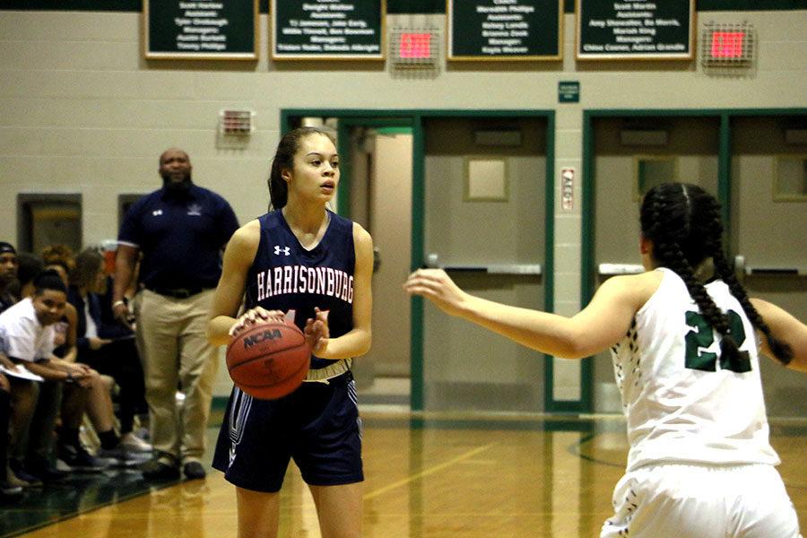 Freshman Mariah Cain looks for an open pass.