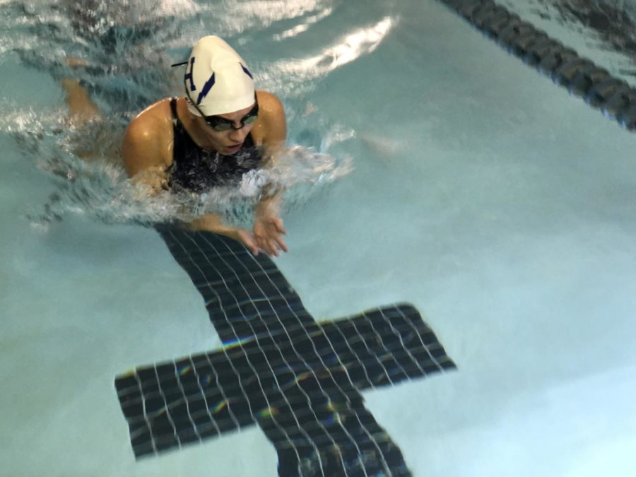 Junior Luna Fulgueiro-Fuchs swims the first length of the 100 breaststroke event.