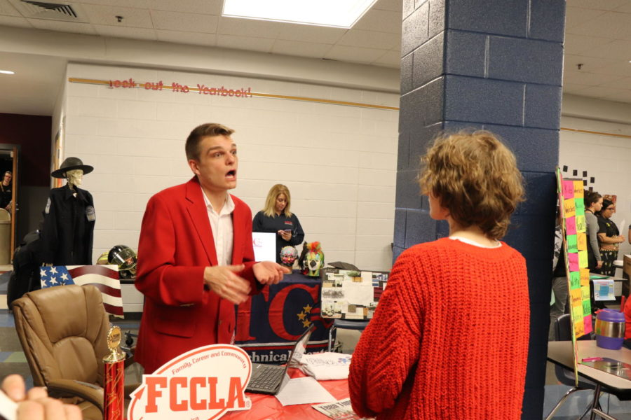 Zimmerman explains FCCLA to Sophomore Jalyn Sneary.