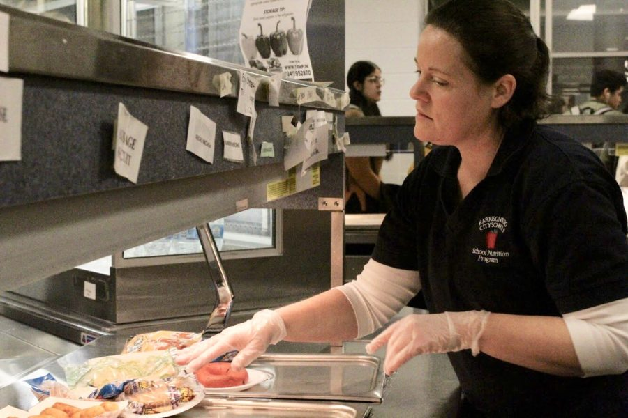 New cafeteria manager Julie Conley works behind the line during second breakfast. Conley has worked at other school cafeterias as an assistant or manager, giving her a head-start experience at management in the Streaks Cafe.