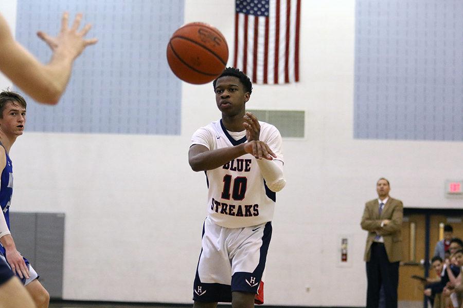 Sophomore Jaziel Mensah-Agyekum passes the ball around the arc.