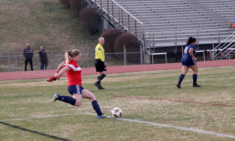 Hinshaw+takes+a+goal+kick.+