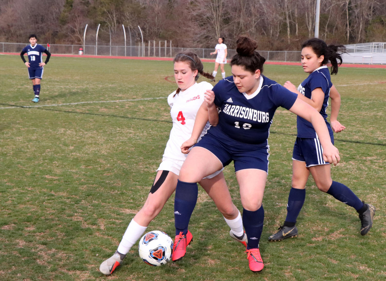 Sophomore+Leslie+Mondragon+attempts+to+get+the+ball+past+a+Fauquier+defender.