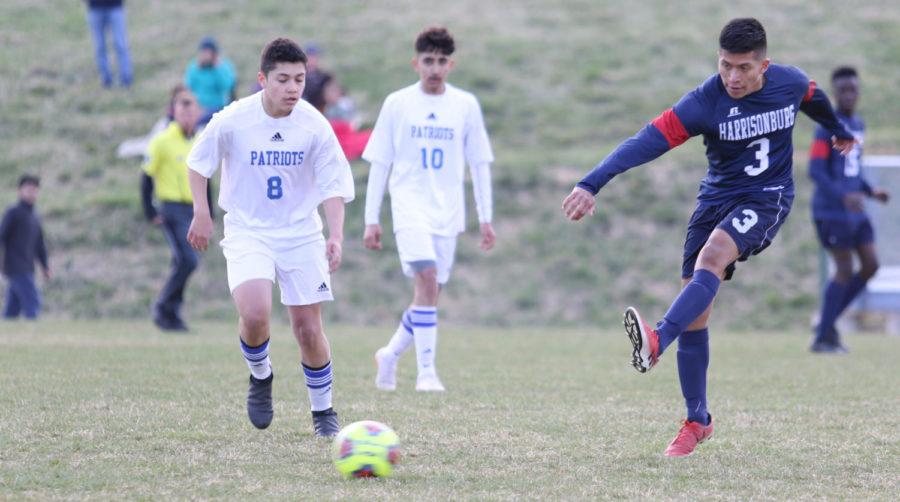 Sophomore+Mellser+Aguilar-Lopez+kicks+the+ball+up+field.+