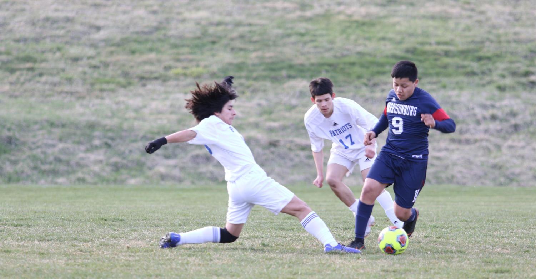 Freshman+Marco+Bautista-Palacios+avoids+a+tackle.+