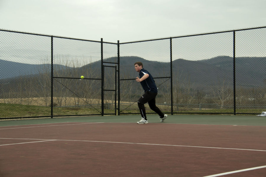 Senior+Tobias+Yoder+forehands+the+ball+in+his+match+against+East+Rock%27s+number+one+player.