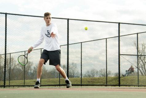 Varsity tennis wins 7-2 against East Rock Eagles