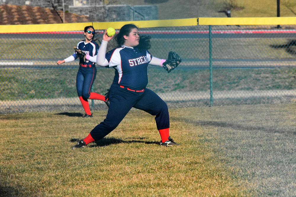 Freshman+Sonya+Vasquez+throws+the+ball.