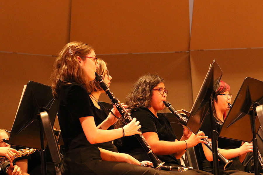 Junior Rachel Everard heads the clarinet section in the combined performance of both HHS bands.