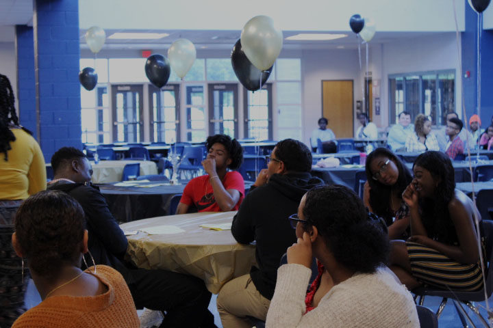 Black+Student+Union+members+gather+at+tables+at+the+beginning+of+the+banquet.