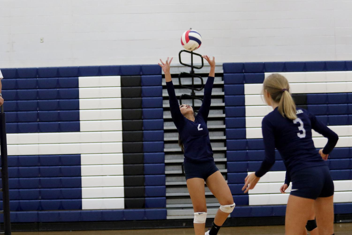 Sophomore+Rachel+Phengsitthy+sets+the+ball+during+the+first+set.++