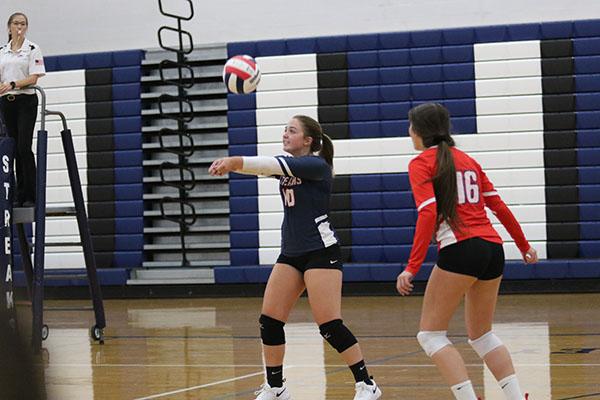 Sophomore+Maya+Waid+passes+the+ball.