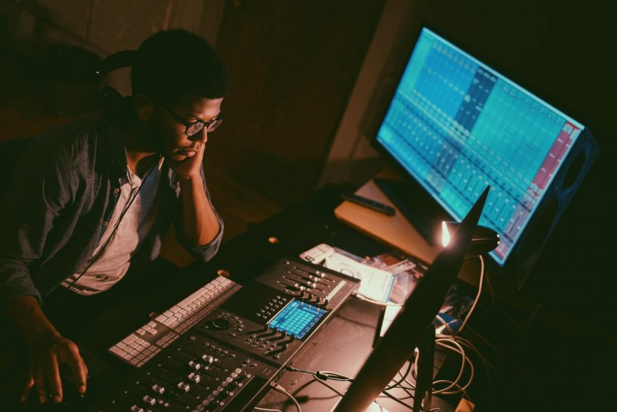 Thomas+mixes+and+edits+his+song+%22Time-Out%22+in+the+JMU+recording+studio.+