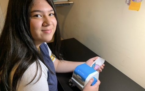 Sophomore Julia Mehegan makes a Peppa Pig sticker with her Xyron Create A Sticker machine.