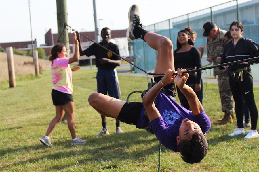 Sophomore+Alexis+Nolasco+participates+in+the+rope+course.