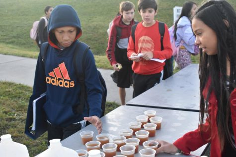 Skyline Middle celebrates Farm to School with Walking Wednesday