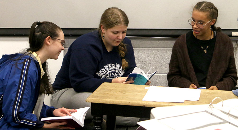 Sophomores Maya Pope, Dara Martin and Olivia King rehearse monologues together.