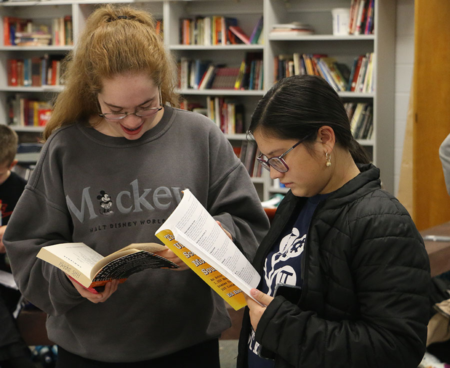 Sophomores Mollie Moomaw and Kristine Carper help each other find monologues.