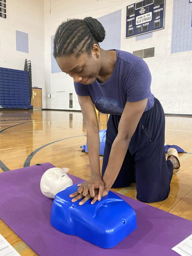 Seniors take CPR certification course to graduate