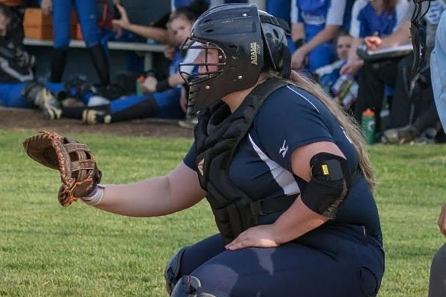 Sophomore+Brianna+Knupp+plays+catcher+in+one+of+her+softball+games.+Although+her+injury+prevents+her+from+playing%2C+Knupp+still+has+hopes+to+be+a+part+of+the+team+by+being+a+manager+for+the+Varsity+Softball+team+at+HHS.