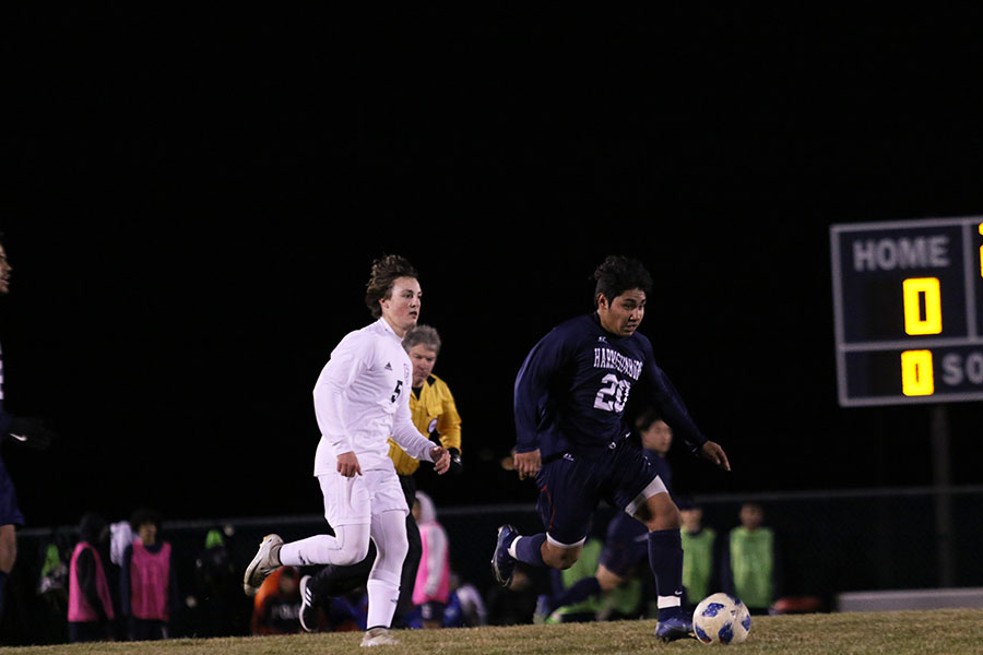 Sophomore+Alex+Rojo+breaks+away+with+the+ball.+