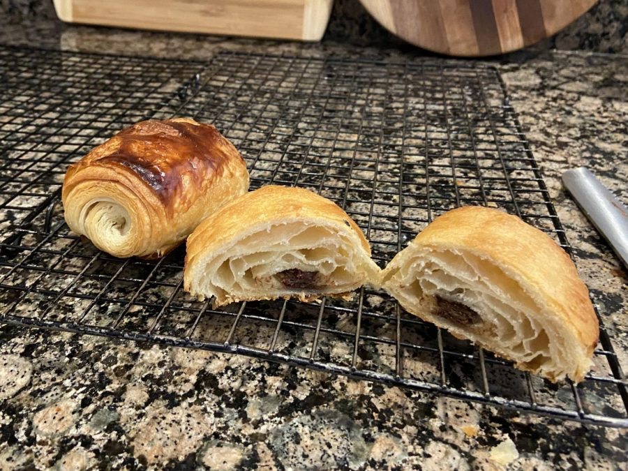 Traditional+chocolate+croissants+have+lots+of+distinct+layers+and+chocolate+running+through+the+middle.