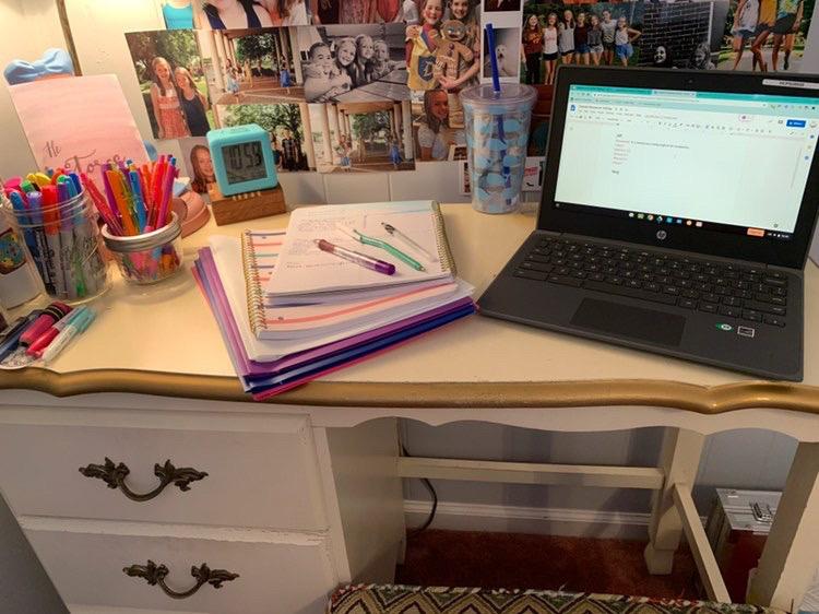 Olivia+Everly%27s+online+school+setup.