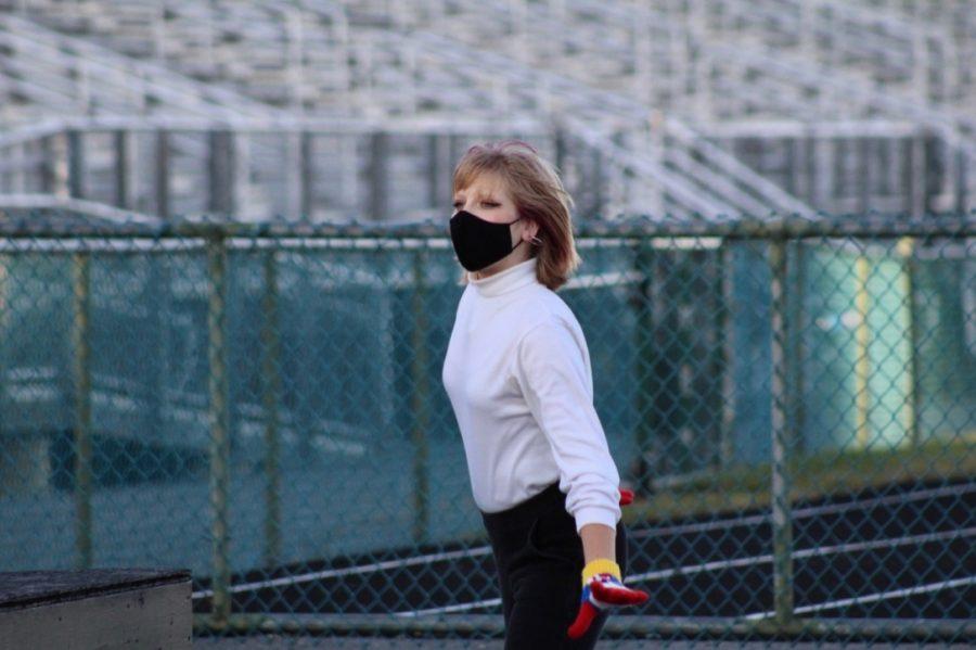 Sophomore Ellie Peaks looks forward while dancing during practice.