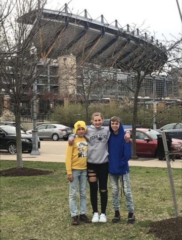 Freshman Aspen Long poses with her brothers who she will be traveling with over Spring Break.