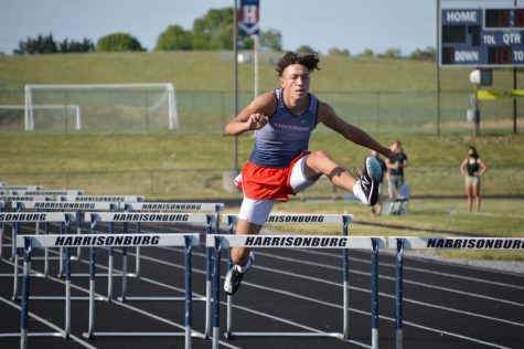 Track competes at home meet against Broadway, Spotswood