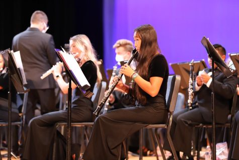 Sophomore Cindy Liu plays the oboe in the Fall Band Concert held on September 30.